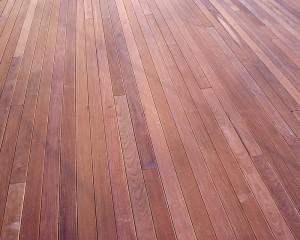 Instalaci n de tarima exterior de madera ipe - Ipe madera exterior ...