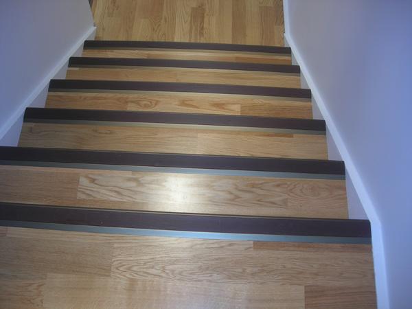 Escaleras de madera y mamperlanes - Escaleras con peldanos de madera ...